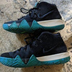 Nike hi-top sneaker youth 6 boys suede sneakers